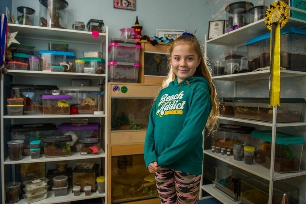 2 st 7 - Королева пауков: 8-летняя девочка держит в своей спальне 50 тарантулов, змей и скорпионов