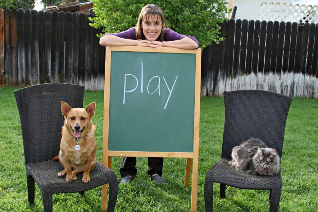 учительница, собака и кошка